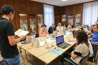 El jurado de la 12ª edición de los Premios Nuevos Profesionales delibera a la Cecot