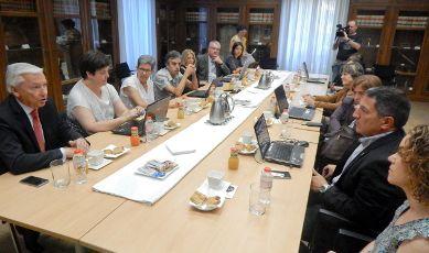 Se reúne en la sede de la Cecot el jurado de los Premios Nuevos Profesionales
