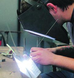 El programa Singulars prepara a nuevos torneros y soldadores