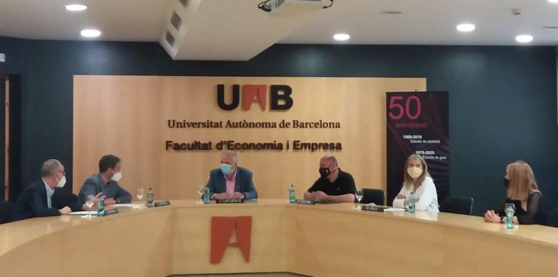 La UAB y cuatro instituciones vallesanas crean el premio Herramientas al emprendimiento y la innovación social